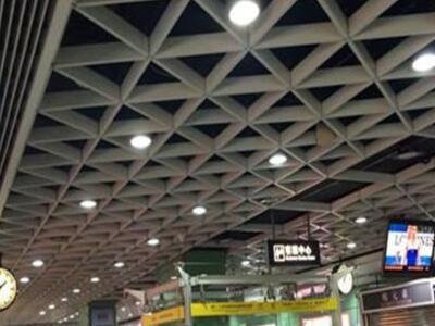 铝格栅厂家 西餐厅装饰吊顶天花 u型格栅 地铁站三角铝格栅
