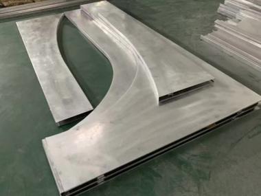 化妆品店弧形铝单板成型中